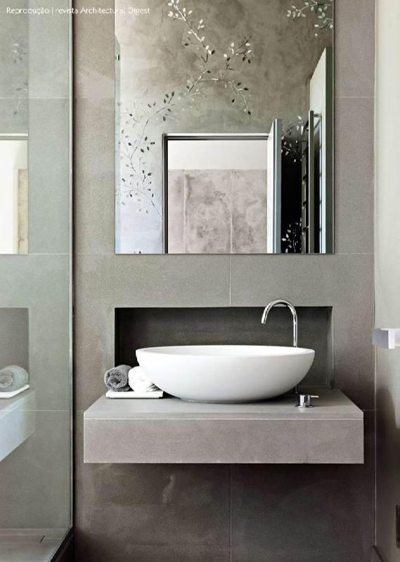 banheiro pequeno cinza
