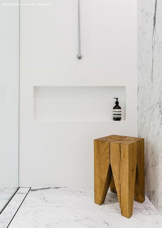 banheiro pequeno com porcelanato marmorizado branco